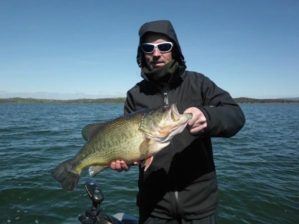 Gros bass de 3 kilos pour Eric et record du séjours.
